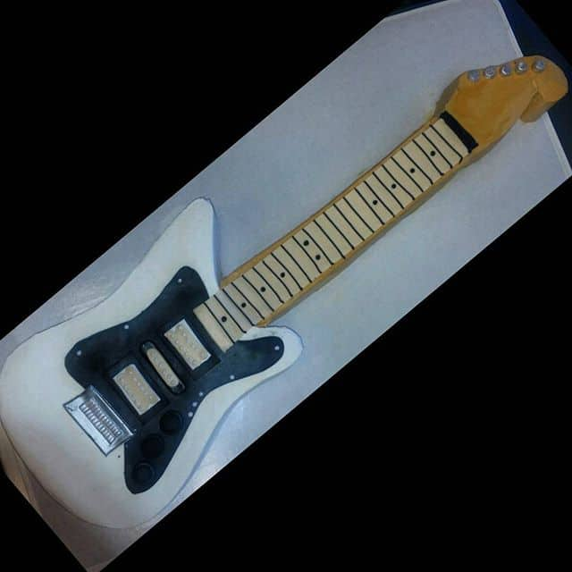 The Makery Cake Company 3D Lifelike Guitar Cake