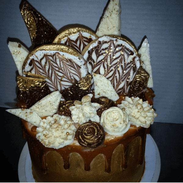 Cookie Caramel Drip Cake