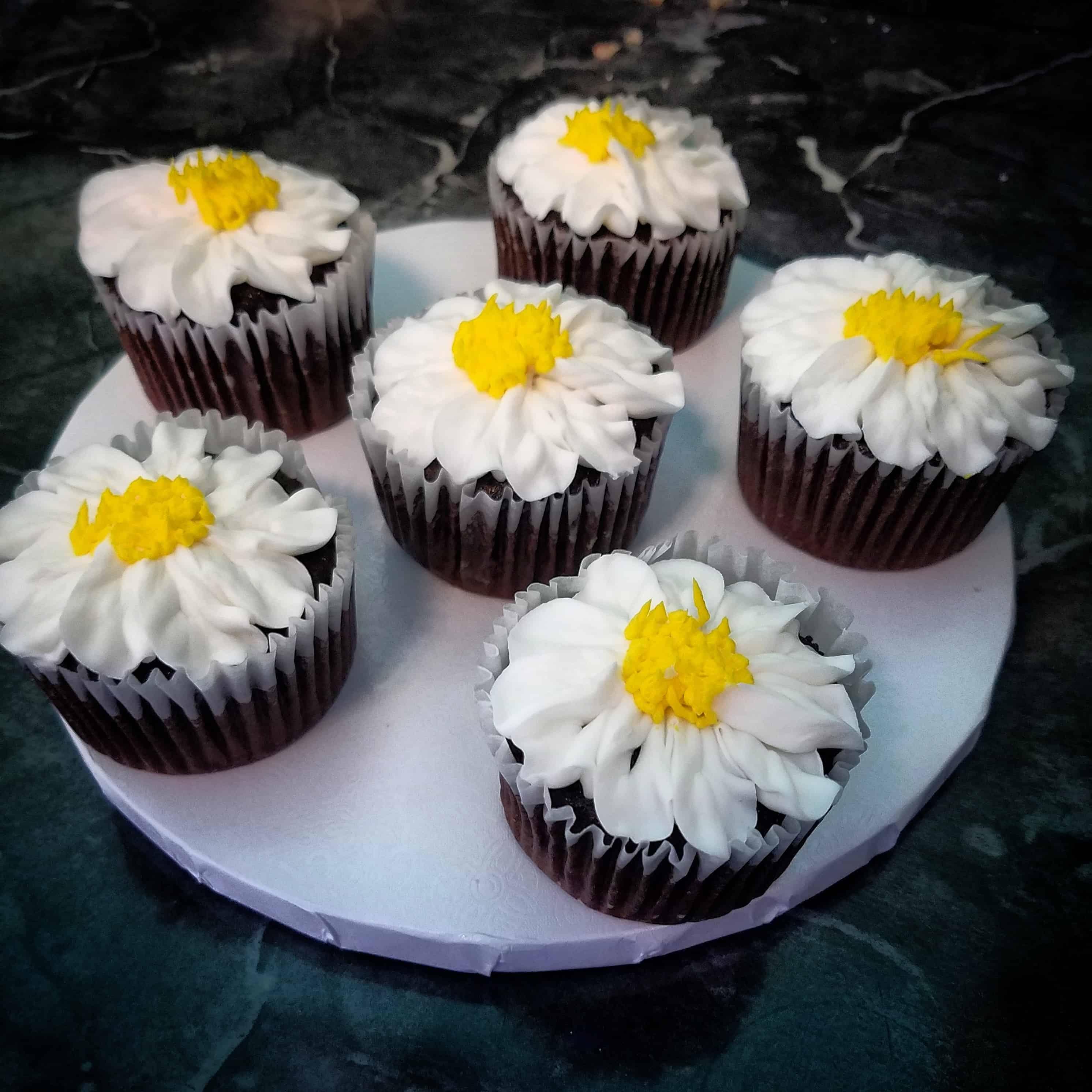 The Makery Cake Company Daisy Flower Cupcakes