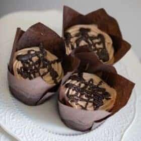 mini cheesecakes in tulip cup