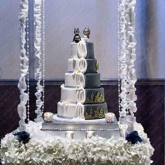 Batman Wedding Cake.Wedding Cake Batman Super Hero Drapping Flowers On A Swing The
