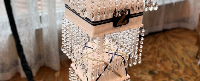 Chandelier cake with pendant crystals