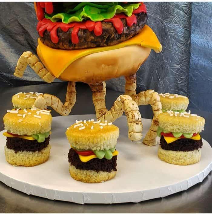 Vanilla and Chocolate Cheeseburger Cupcakes